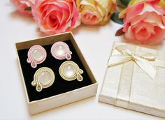 2 pair soutache Earrings, Small 2 cm Earrings, Round Stud Earrings, Yellow and Light Pink with White cabochon, Cute Earrings, Gift for her This earrings are made in soutache embroidery technique. The color is combination of Champagne yellow and White and Light Rose and White. They are made with Rayon Sotache, White Cabochon and Suede on the back. The earrings findings are hypoallergenic. Size: length 2.3 cm (0.9 inches) width 2 cm (0.8 inches) They are light and very comfortable. All my… Light Rose, Soutache Earrings, Cute Earrings, Embroidery Techniques, Gifts For Her, Champagne, Jewelry Design, Jewellery, Yellow