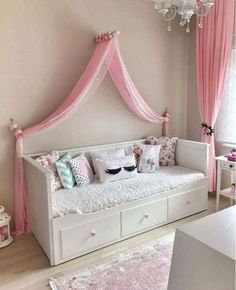 A simple Cinderella Bedroom for your child. A simple Cinderella Bedroom for your child. Preteen Bedroom, Baby Bedroom, Bedroom Decor, Ikea Girls Bedroom, Girls Daybed Room, Cinderella Bedroom, Decoration Buffet, Girl Bedroom Designs, Hemnes