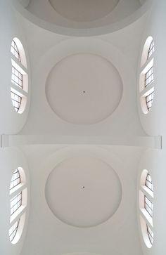 minimalist interior by JOHN PAWSON architects. St Moritz church, Augsburg.