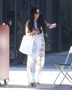 Vanessa Hudgens Photos: Vanessa Hudgens Leaves a Hair Salon