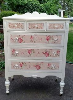 The 3 Pieces of Furniture Essential for a Shabby Chic Bedroom – We Shabby Chic Decoupage Furniture, Refurbished Furniture, Recycled Furniture, Shabby Chic Furniture, Furniture Makeover, Painted Furniture, Diy Furniture, Shabby Chic Dressers, Bedroom Furniture