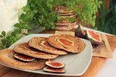 Jeder kennt Pancakes und jeder kennt mindestens 3 verschiedene Rezepte dafür, von denen jedes das Beste sein will. Ich zeige euch heute ein Feigen-Pancake-Rezept, das mit sicher eines der außergewöhnlichsten ist. Oder habt ihr schon mal Feigen in Pancakes verarbeitet? Wenn nicht dann wird´s allerhöchste Zeit! Was ihr dafür braucht (1 Portion); 30ml Sojamilch (normale […]
