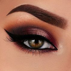 Here's my second look with the @anastasiabeverlyhills Modern Renaissance Palette ❤I hope you like it! ❤ Brows : Dip Brow Pomade in Dark Brown / Anastasia Beverly Hills Sigma Eyebrow Powder in Medium Brown @sigmabeauty Prime : Primer Potion / Urban Decay @urbandecaycosmetics Browbone : TemperaCrease : Burnt Orange & Cyprus Umber Lid :Cyprus Umber, Love Letter, Venetian Red & Primavera Lower Lashline : Venetian Red, Primavera & Love LetterInner corner : Vermeer @anastasiabeverlyhills…