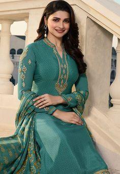 Bollywood Suits, Bollywood Girls, Bollywood Fashion, Punjabi Dress, Pakistani Dresses, Pakistani Couture, Punjabi Suits, Beautiful Girl Indian, Beautiful Indian Actress