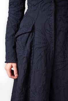 very intricate fabric treatment beautiful shade of navy Alabama Chanin - Magdalena Ezra Coat Alabama, Diy Inspiration, Fashion Details, Fashion Design, Embroidered Clothes, Coat Patterns, Fabric Manipulation, Sewing Clothes, Dressmaking