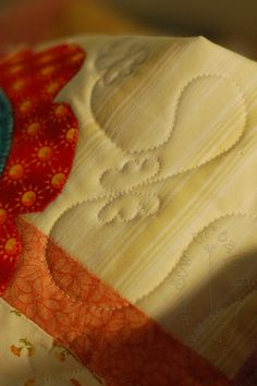 sew create it: Free-motion Quilted Butterflies- including a video! nice alternative to random meandering on kids quilts. Patchwork Quilting, Quilt Stitching, Longarm Quilting, Free Motion Quilting, Quilting Tips, Quilting Tutorials, Quilts, Quilting Rulers, Machine Quilting Tutorial