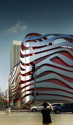 World of Architecture: Amazing New Petersen Automotive Museum in Los Angeles LosAngeles arquitectura Unusual Buildings, Famous Buildings, Interesting Buildings, Amazing Buildings, A As Architecture, Futuristic Architecture, Beautiful Architecture, Contemporary Architecture, Architecture Portfolio