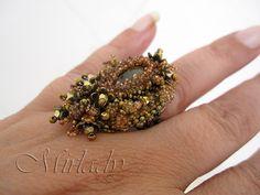 Tra gli anelli che ho fatto già da un po' di tempo fa c'è l'anello Pagoda di Manek .                                Il secondo è l'anello C...