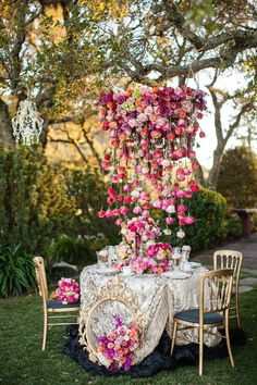 Flowers are the most traditional decoration for any wedding: centerpieces, garlands, backdrops and so on – they are everywhere. But what would you say to a more original way of decorating with them? I've found an adorable idea: flowers hanging overhead. Mod Wedding, Garden Wedding, Wedding Table, Floral Wedding, Wedding Reception, Wedding Flowers, Whimsical Wedding, Chic Wedding, Space Wedding