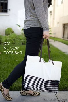 Canvas tote bag with leather handles made without sewing.