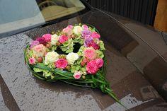 Autodeko - Herz aus Rosen und Pfingstrosen