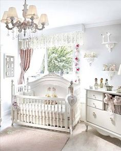 White Baby Room. Absolutely loooove