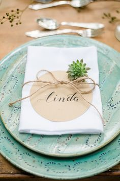 Rustic - elegant inspirations for a forest wedding - DIY: Tischdekoration - Hochzeit Wedding Table, Wedding Blog, Rustic Wedding, Wedding Gifts, Wedding Vintage, Thanksgiving Cards, Forest Wedding, Rustic Elegance, Table Cards