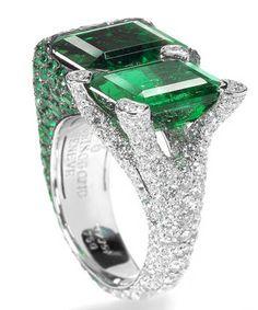 De Grisogono ~ Sparkling Diamond and Emerald Ring. I Love Jewelry, High Jewelry, Jewelry Rings, Jewelry Design, Geek Jewelry, Ring Set, Ring Verlobung, Pave Ring, Emerald Jewelry