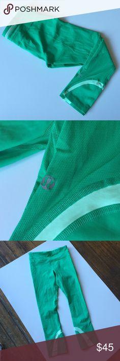 Lululemon Sea Green Yoga running leggings Capri In excellent pre loved condition. lululemon athletica Pants Leggings
