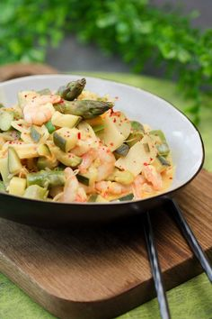 Spargel-Zucchini-Curry mit Garnelen - schwarzgrueneszebra