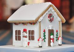 Explore Jolies Gourmandises' photos on Flickr. Jolies Gourmandises has uploaded 251 photos to Flickr. Gingerbread House Designs, Gingerbread Decorations, Christmas Gingerbread House, Christmas Sweets, Christmas Cooking, Christmas Home, Gingerbread Cookies, Christmas Crafts, Gingerbread Houses