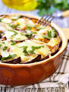 Quando si ha voglia di una ricetta salutare, a base di ortaggi di stagione ma anche molto molto appetitosa è l'ora delle Melanzane al provolone affumicato!