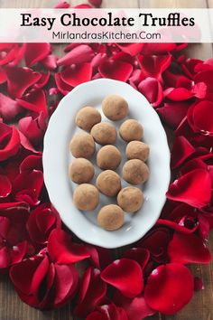 Think making special candy is hard? These Easy Chocolate Truffles are decadent and only require a few simple ingredients to make. Creamy, rich, and indulgent they will make you smile again and again. Who will you be making a batch for? Chocolate Truffles, Chocolate Recipes, Holiday Recipes, Dessert Recipes, Bbq Desserts, Sweet Treats, Tasty, Favorite Recipes, Homemade