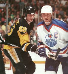 Mario Lemieux and Wayne Gretzky Ice Hockey Players, Nhl Players, Pittsburgh Sports, Pittsburgh Penguins, Mike Bossy, Mario Lemieux, Nfl Photos, Wayne Gretzky, Nhl Games