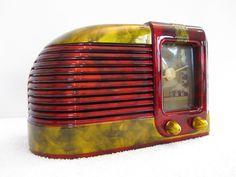 VINTAGE 1940s ART DECO BAKELITE RADIO