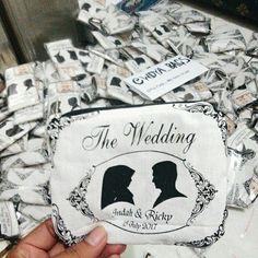 Souvenir pernikahan dompet