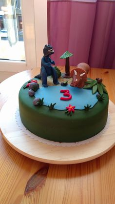 Cake with allosaurus and triceraptops :-)