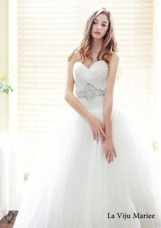 다이렉트 결혼준비,깨끗한스타일,웨딩드레스사진,라비주마리에06.jpg  화려한디자인을 배제하고, 깨끗하고깔끔한 느낌의 엘레강스한 #웨딩드레스  라비쥬마리에 입니다.