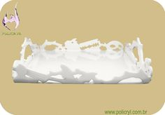 Bandeja feita com acrílico branco.  Tray produced in white acrylic.