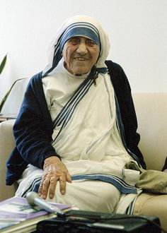 Portrait of Mother Teresa, during her visit to UN Headquarters. In 1950 in Calcutta, India, Mother Teresa started the Order of the Missionaries of Charity whose members are dedicated to serving the poorest of the poor - the destitute, abandoned and dying of all castes and religions. Mother Teresa was awarded the 1979 Nobel Peace Prize. 16/Jun/1995. UN Photo/Evan Schneider. www.unmultimedia.org/photo/