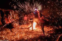 Happy New Year 2020 Around the World – Part 1 – Daily Mail Quezon City, Celebration Around The World, New Year Celebration, Happy New Year Everyone, Happy New Year 2020, Florida Keys, Marina Bay, Couple S'embrassant, Rio De Janeiro