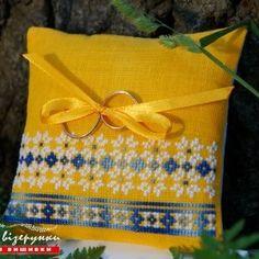 Подушечка для обручок в українському стилі Жовто-блакитна