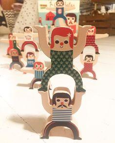 Bienvenido Diciembre mes de malabarismos y malabaristas  #preparandolanavidad #kmfamilyshop #shoponline #juguetesdemadera #woodentoys