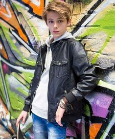 Franklyn William Miller is an Australian cute teen international Model, he is very Genious and active. Cute Teen Boys, Cute 13 Year Old Boys, Cute White Boys, Old Male Model, Young Male Model, Boys Dress Outfits, Trendy Boy Outfits, William Franklyn Miller, Boy Poses