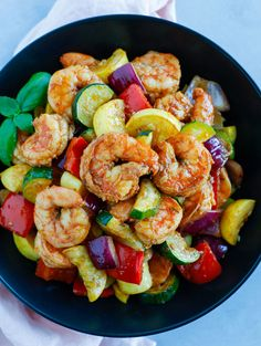 This Shrimp and Vegetable Skillet is a quick and healthy dinner or lunch recipe! It's super low in carbs and loaded with delicious veggies. You can make this spicy or non-spicy and stores well in containers for meal-prepping. Healthy Dishes, Healthy Cooking, Healthy Eating, Cooking Recipes, Healthy Recipes, Skillet Recipes, Skillet Food, Skillet Dinners, Healthy Foods