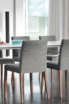 Chaise SLIM, Mobitec. Parfaite pour un restaurant ou une salle à manger.