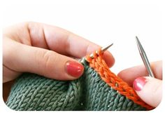 I-CORD BIND OFF: This tutorial covers an I-Cord Bind Off (or Cast Off). It is also known as Applied I-Cord.