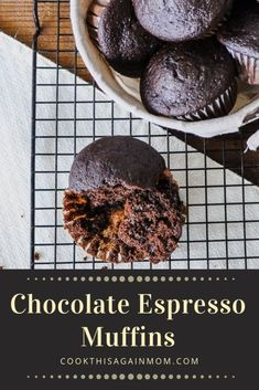 Chocolate and Espresso in a muffin, a great way to start the day! A cup of coffee, or a glass of milk, and you are ready to go! Chocolate Banana Muffins, Chocolate Espresso, Chocolate Flavors, Chocolate Muffin Recipes, Coffee Muffins, Coffee Cake, Baking Muffins, Delicious Desserts, Keto Desserts
