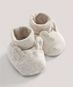 Perfect for baby\'s first wardrobe, these lovely bunny booties ensure baby is warm and cosy through the autumn months. Sand Bunny Booties Includes:- Roll top booties with bunny ear design- Machine washable at 40 °CShell: cotton Trim: cotton elastane Baby Booties, Baby Shoes, Baby Bouncer, Shower Bebe, Mamas And Papas, Baby Sneakers, Gender Neutral Baby, Expecting Baby, Baby Accessories
