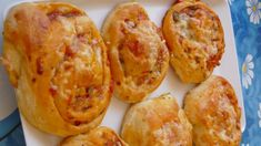 Pizza slimáky Baked Potato, Shrimp, Pizza, Potatoes, Baking, Ethnic Recipes, Food, Basket, Potato