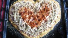 pizza serce    http://zarloczek.pl/pizza-walentynkowa-z-bokami-curry/#axzz2sk9e8po0