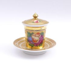 Buy online, view images and see past prices for Reich vergoldete Deckeltasse mit Unterteller — Jh. Invaluable is the world's largest marketplace for art, antiques, and collectibles. Royal Crown Derby, Chocolate Cups, Japanese Porcelain, Auction Items, Simple Lines, Tea Time, Art Decor, Tea Cups, Pottery