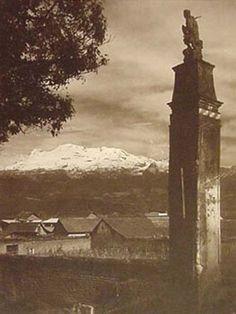 Volcán Ixtaccihuatl visto desde la Ciudad de México. Ca.1930.