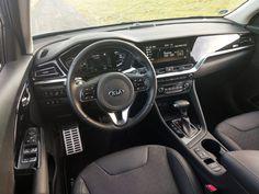 Kia NIRO Plug-In Hybrid, 1.6 GDI PHEV 6DCT – praktický crossover prošel decentní modernizací - Autozine #hybrid #kia Volkswagen Golf, Crossover, Gears, Vehicles, Electric Motor, Audio Crossover, Gear Train, Car, Vehicle