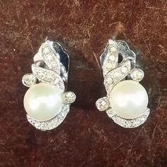 VINTAGE MARVELLA PEARL SILVER TONE RHINESTONE CLIP ON EARRINGS FREE SHIPPING
