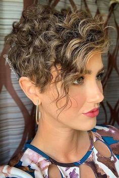 Curly Pixie Hairstyles, Pixie Haircut For Thick Hair, Latest Short Hairstyles, Women Pixie Haircut, Haircuts For Curly Hair, Short Pixie Haircuts, Girl Short Hair, Short Hair Cuts For Women, Girl Hair Bows