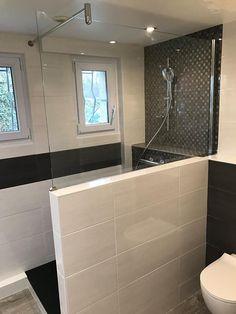 "Modern bathroom ""black and white"" with mosaic, laying suspended toilet, dry . Modern Bathroom, Bathroom Black, Vanity Units, Mosaic Tiles, Sweet Home, Bathtub, Flooring, Shower, Black And White"