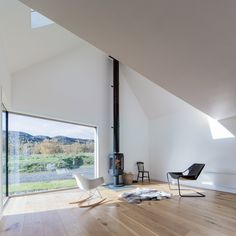 This 120-square-metre extension hosts a kitchen and lounge with a wood-burning stove. It has one glazed corner that faces southwest towards the mountain Lochnagar.