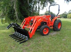 Mini Series sub compact Tractor Grapple root rake,stacking rake attachment Kubota Compact Tractor, Sub Compact Tractors, Small Tractors, Skid Steer Attachments, Tractor Attachments, John Deere Backhoe, Tractor Accessories, Kubota Tractors, Tractor Implements