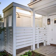 Robyn Hogan Home Design - Outdoor Shower Outdoor Baths, Outdoor Bathrooms, Small Woodworking Projects, Home Design, Smart Design, Pool Bad, Outside Showers, Outdoor Showers, Pool House Bathroom